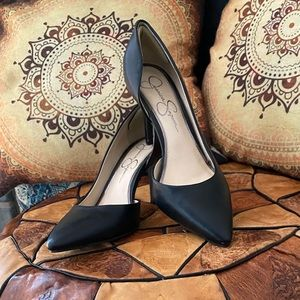 Black pumps by Jessica Simpson